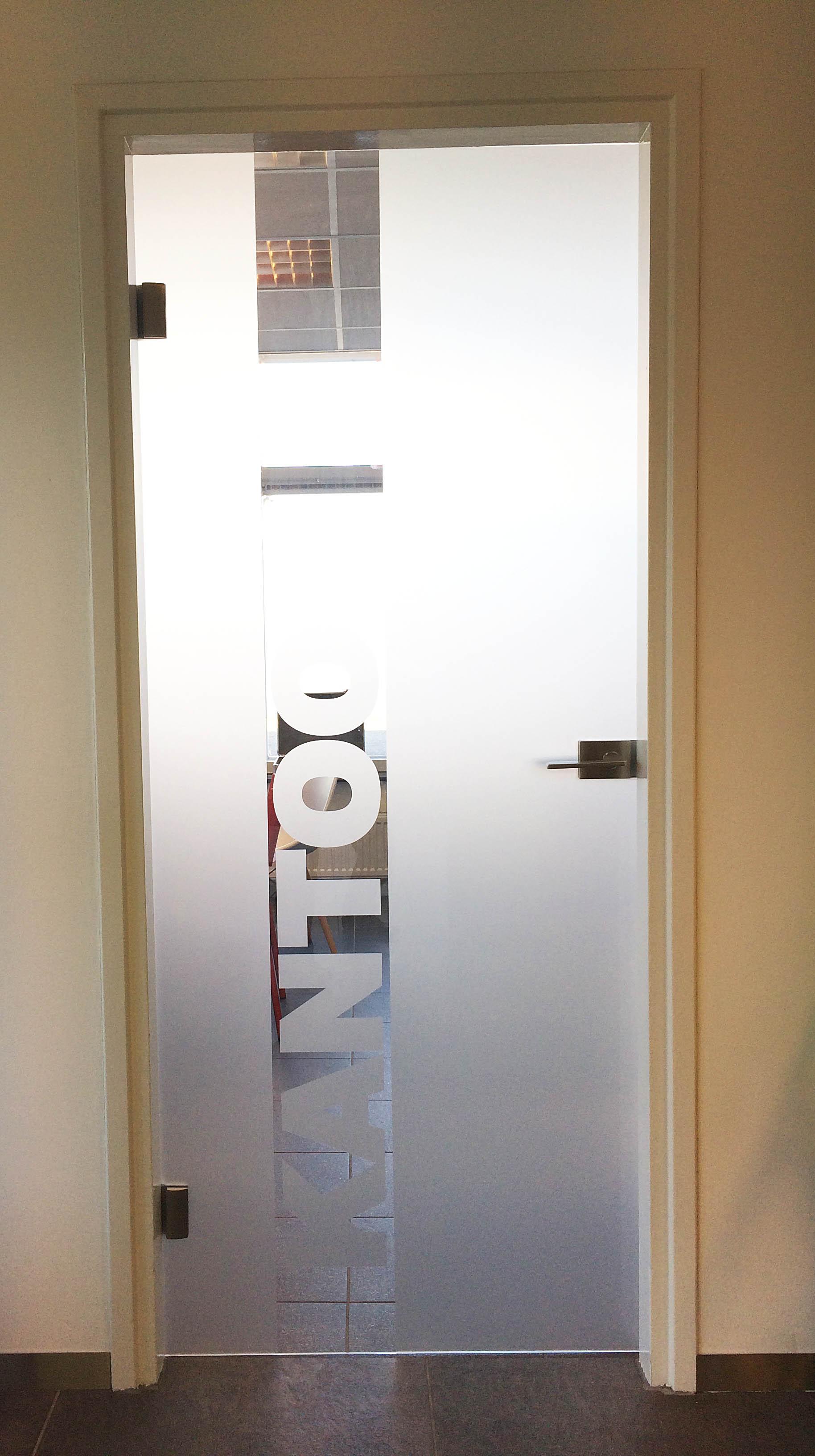 Glazen deur met kozijn