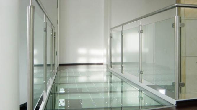 Glazen balustrades laten plaatsen dullcon meesters in glas - Glazen kamer bad ...