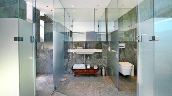 Glazen douchewand free ook nieuw in onze showroom is de bijgaande
